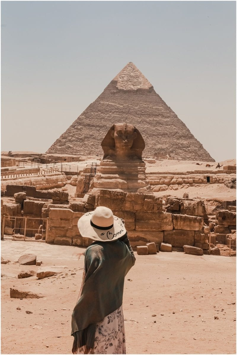 Helena Woods photographer in front of the Sphinx and pyramids of Giza in Egypt