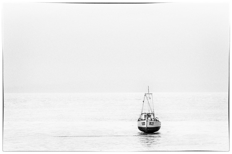 LR66 fishing boat minimal WEB