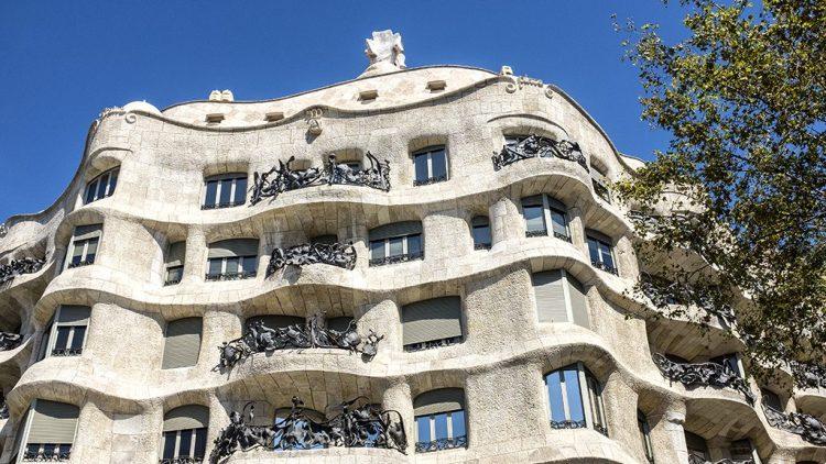 La Pedrera: Street View Casa Mila, Barcelona, chimney-pots, Gaudi,