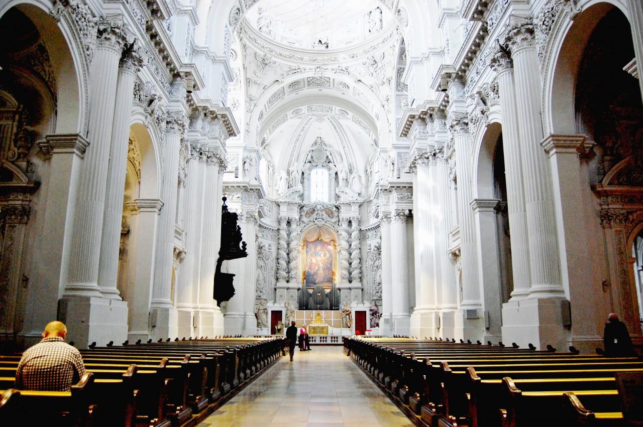 inside-of-church-of-st-kajetan