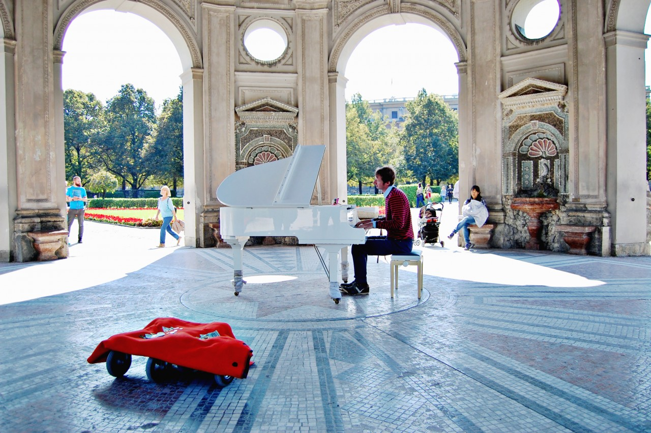 piano-player-munich