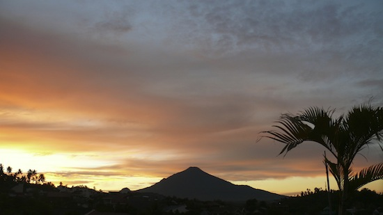 Soputan Mt., North Sulawesi, Indonesia (06:00 AM local time, 2008/08/16)
