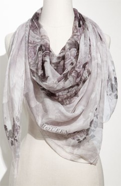 Alexander McQueen  scarf, skull scarf,silk chiffon scarf, summer scarf, white scarf,helenhou, helen hou, the art of accessorizing, accessoriseart, celebrity style, street style, lookbook,