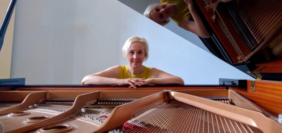 helen_piano