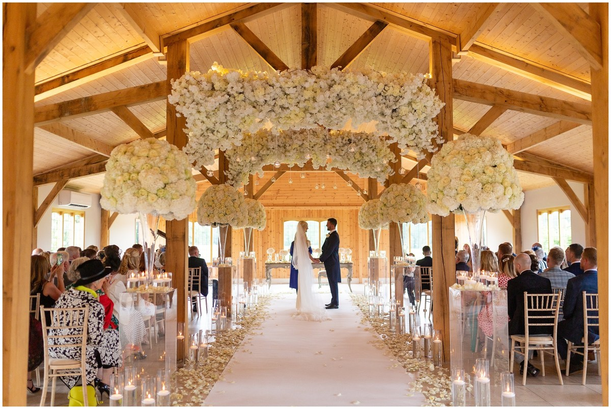 Floral arches at Merrydale Manor