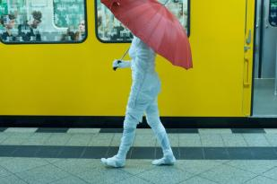 Memory back and forth, 2012, street performance, Berlin, Germany
