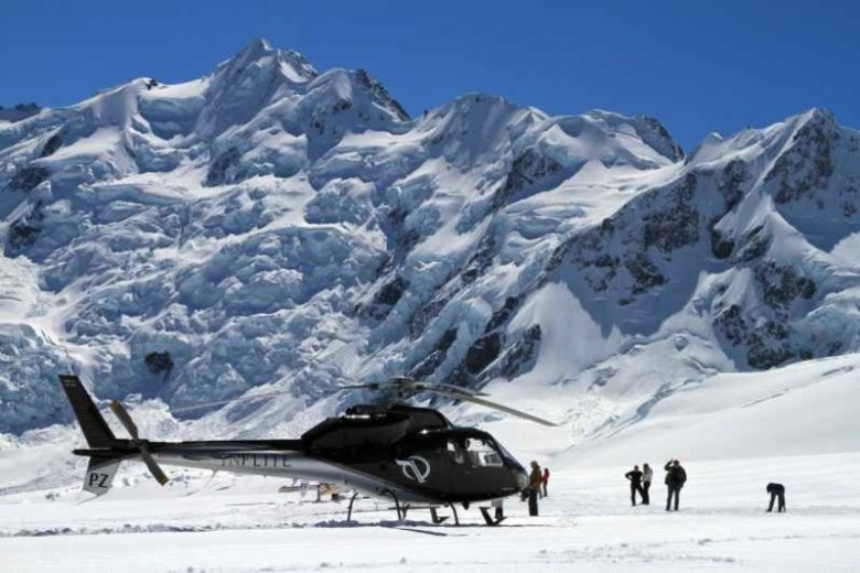 Helicopter touch down on Tasman Glacier