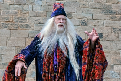 """Dumbledore Entertaining The Crowds At Alnwick Castle"" de Phil_Bird, freedigitalphotos.net"