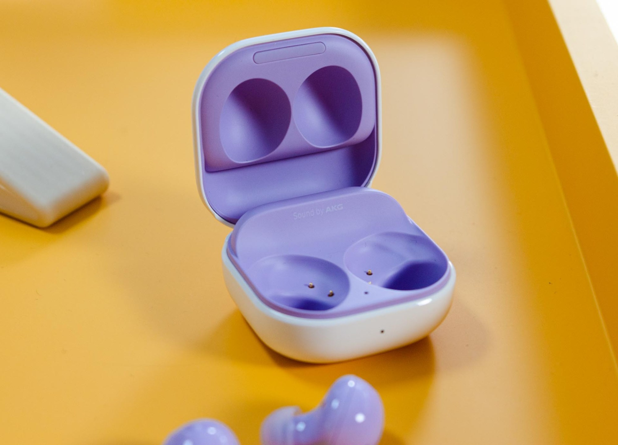 The inside of the case now matches the color of the earbuds.