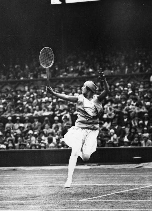 Spanish tennis player Lili de Alvarez wore a split skirt because it was more comfortable.