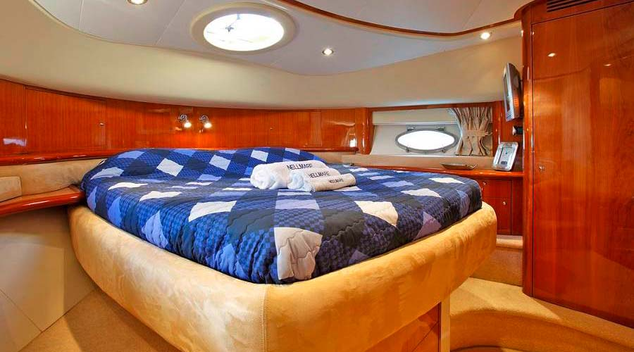 CHARTER-GREECE-MOTOR-YACHT-NELL-MARE-9