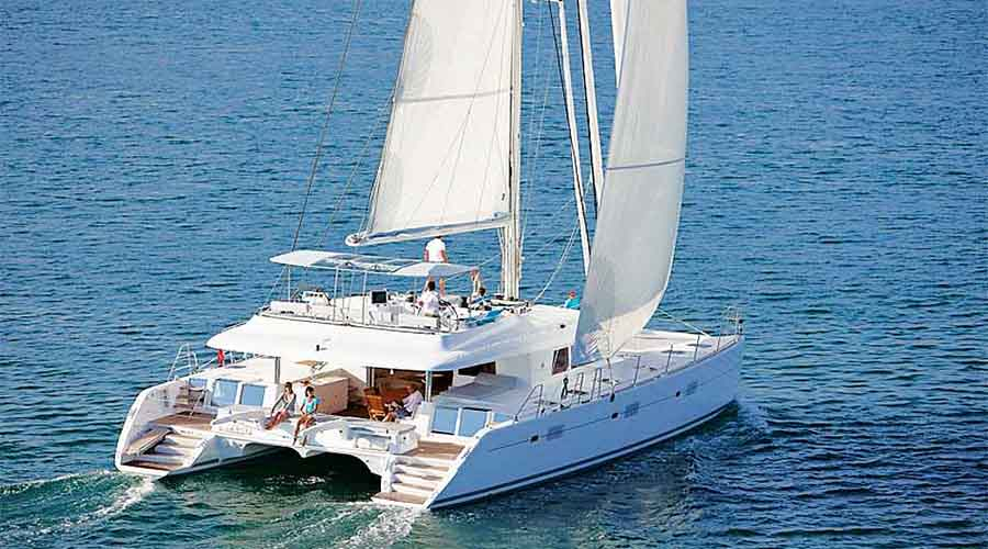 CREWED-CATAMARAN-NOVA-18