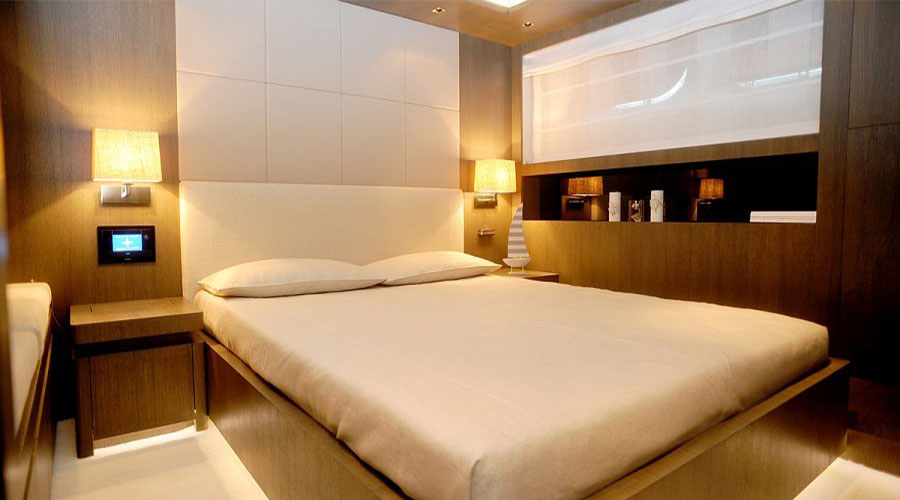 LUXURIOUS-YACHT-CHARTER-AQUA-15