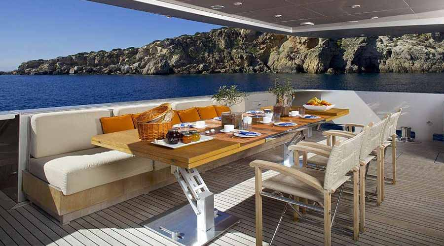 LUXURIOUS-YACHT-CHARTER-AQUA-24