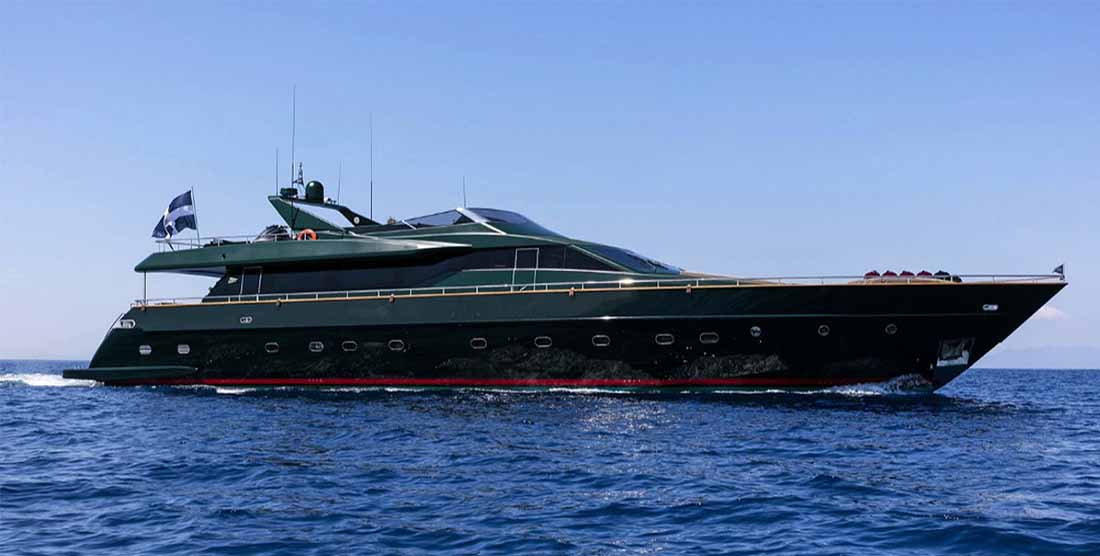 LUXURY-MOTOR-YACHT-CANTREMEMBER