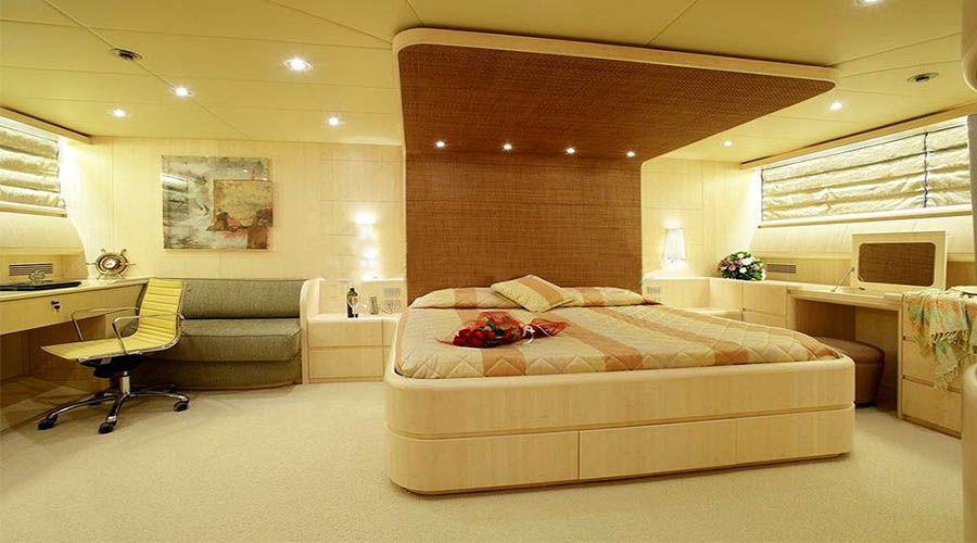 LUXURY-YACHT-GLAROS-17