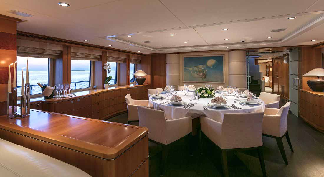 L'EQUINOX - Charter Motor Yacht in Greece - HELLAS YACHTING