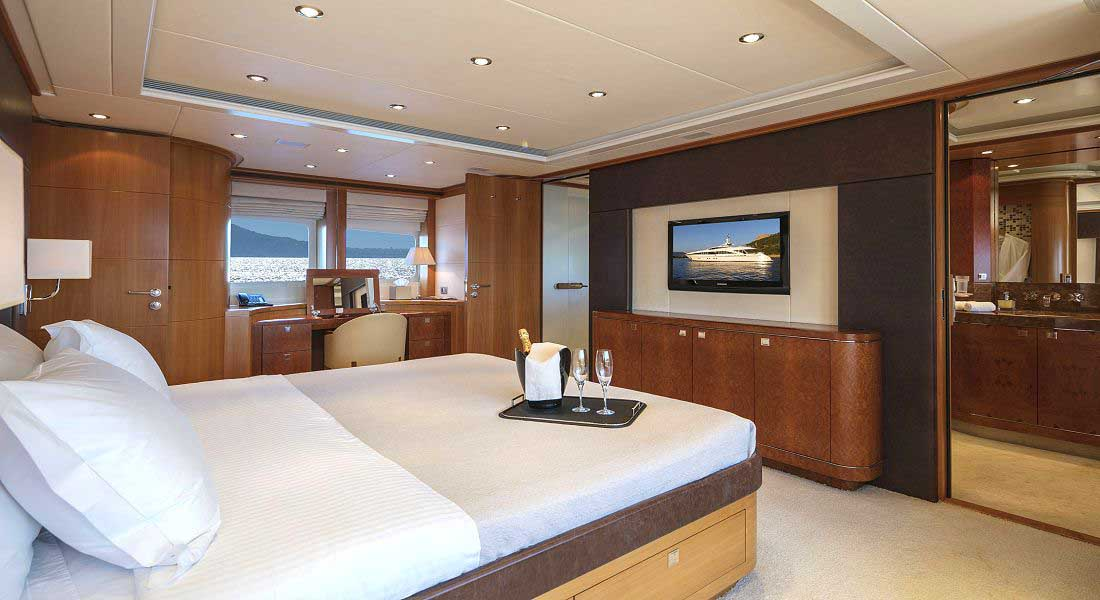 LUXURY-YACHT-L'EQUINOX-28