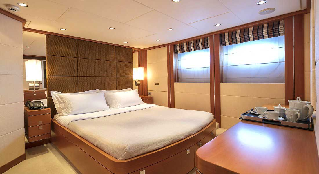 LUXURY-YACHT-L'EQUINOX-32