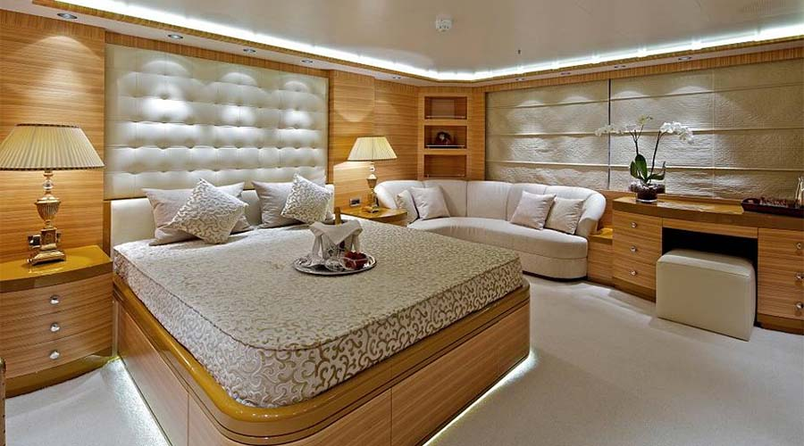 MIA RAMA - Luxury Motor Yacht for Charter In Greece - HELLAS YACHTING