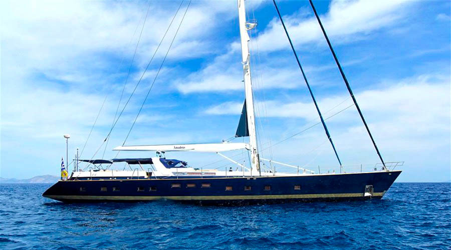 CREWED-SAILING-YACHT-AMADEUS-6