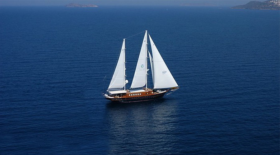 MOTOR-SAILER-BLUE-DREAM-1