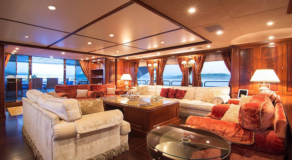 LUXURY YACHT OPTION B