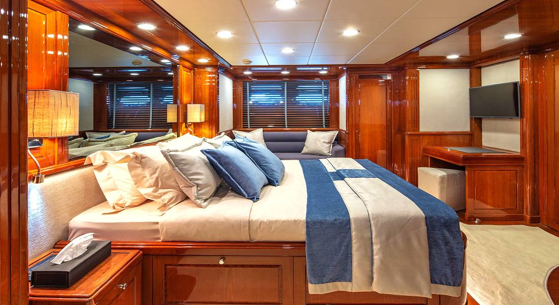 DIVINE - Luxuxy Charter Motor Yacht Greece - HELLAS YACHTING