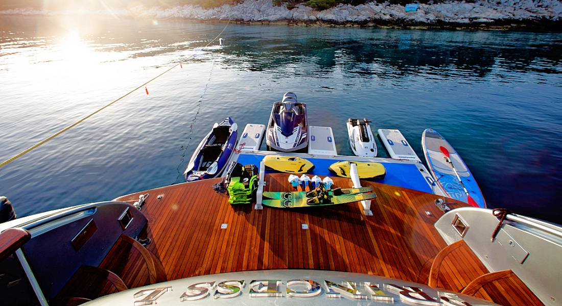 PRINCESS L - Charter Motor Yacht in Greece - HELLAS YACHTING