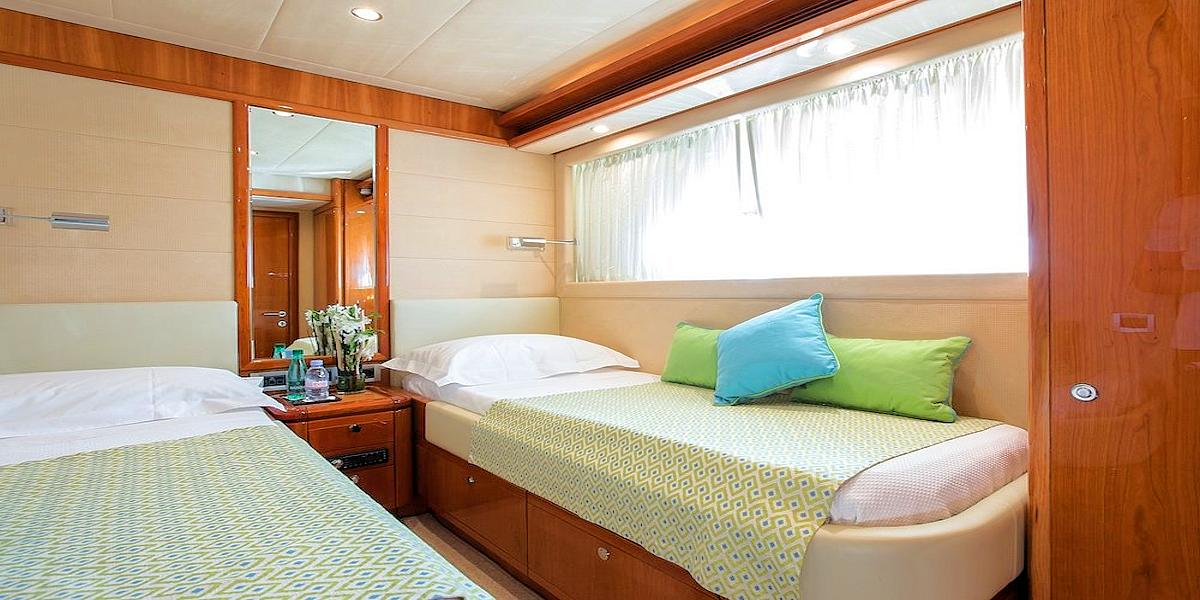 Motor Yacht PIOLA for charter in Greece - HELLAS YACHTING