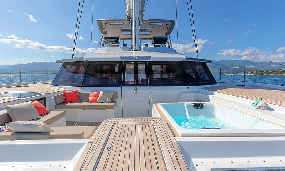 ALOIA - Luxury Charter Catamaran in Greece - HELLAS YACHTING