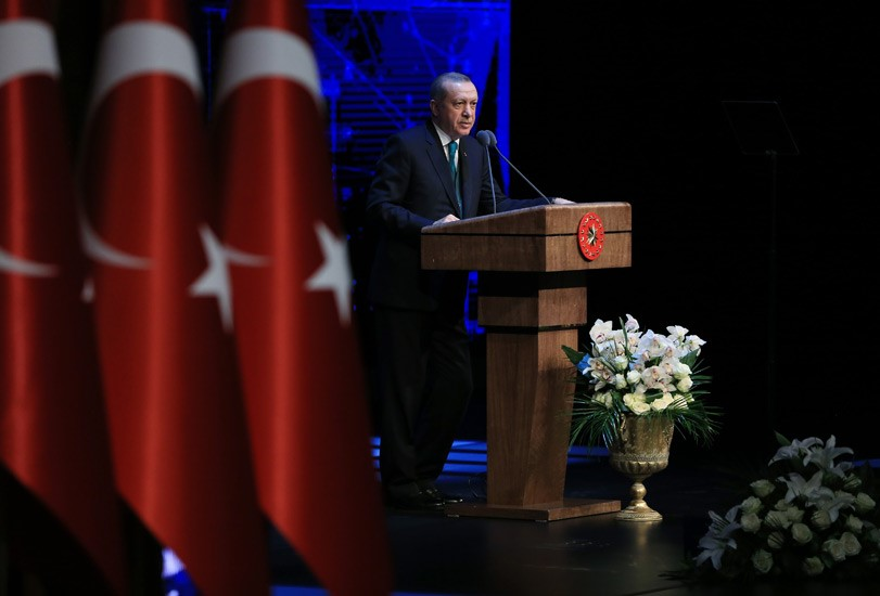 """Οι οίκοι αξιολόγησης """"αποκαθηλώνουν"""" τον Ταγίπ Ερντογάν: Ισχυρό χτύπημα από Fitch και S&P"""