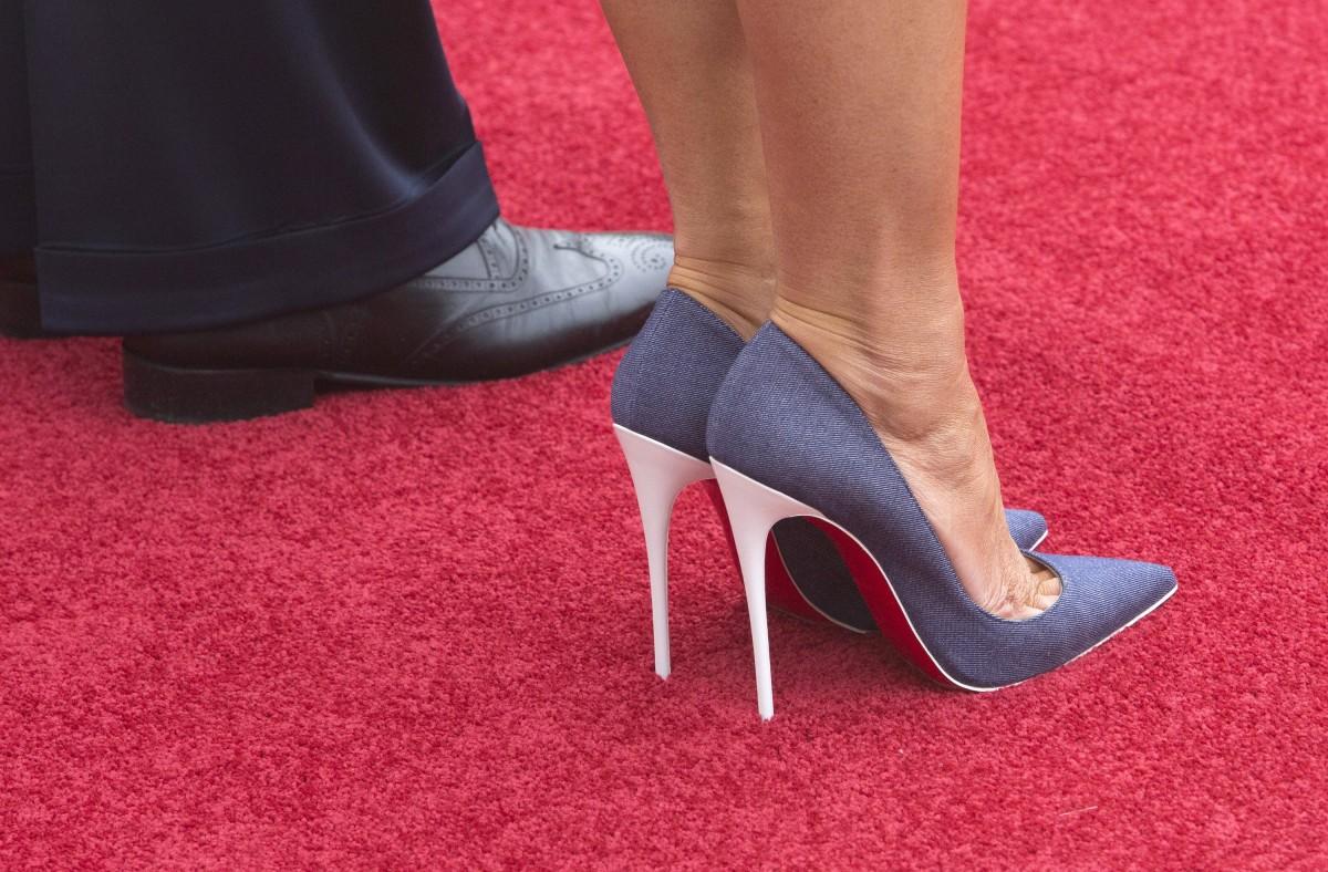 """Πολιτική, μόδα και στιλ που """"σκοτώνει"""": Ντελίριο για τα παπούτσια και τα ρούχα της κ. Τραμπ"""