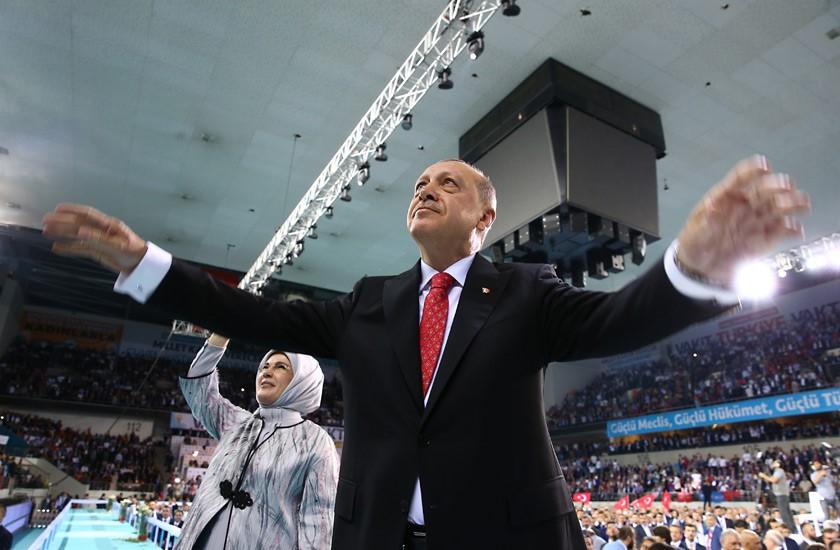 Ο κατήφορος της τουρκικής λίρας μπορεί να γίνει ο βρόχος που θα πνίξει τον Ερντογάν