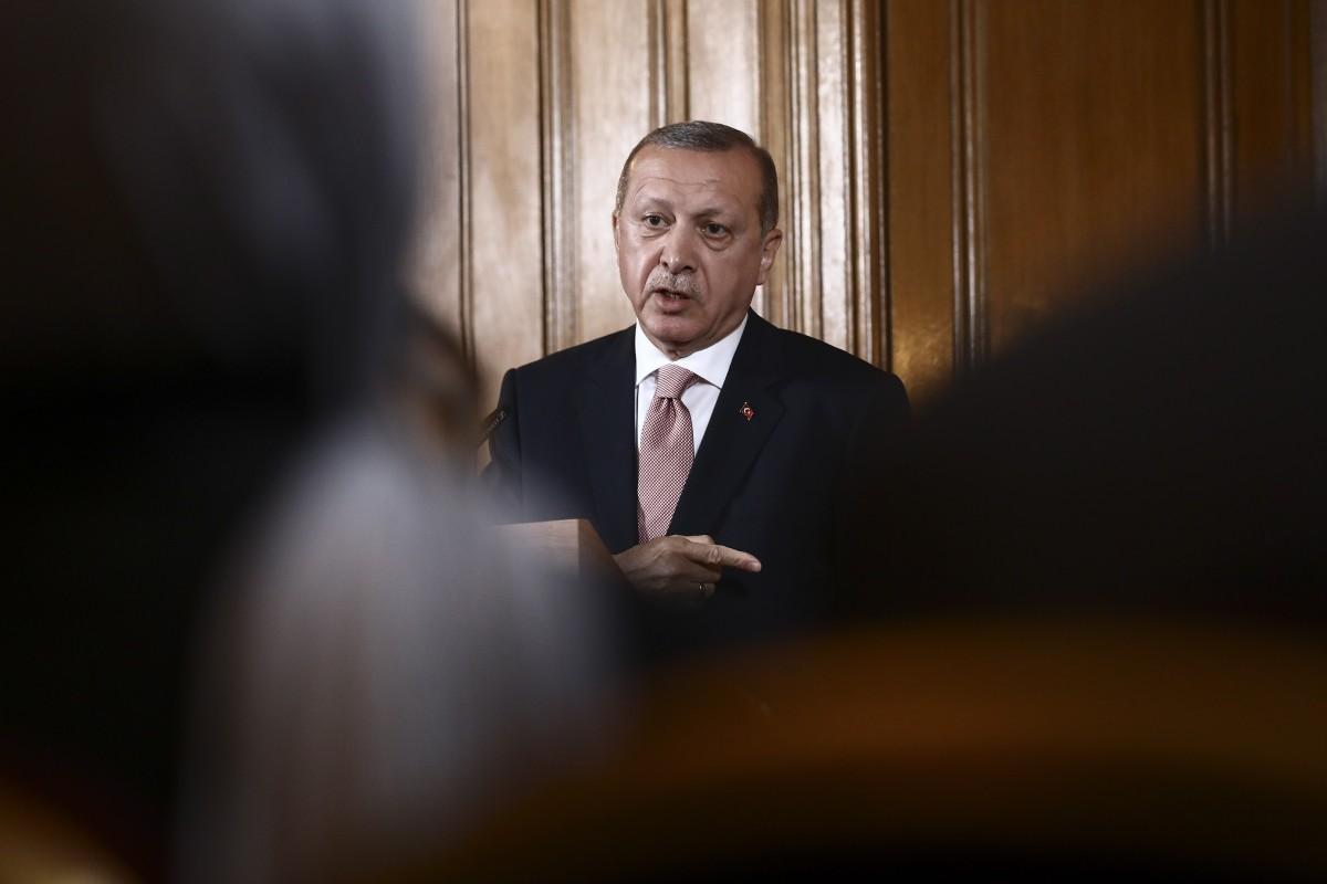 Ασταμάτητος ο κατήφορος της τουρκικής λίρας: Οι αγορές τσακίζουν τον αλαζόνα Ερντογάν