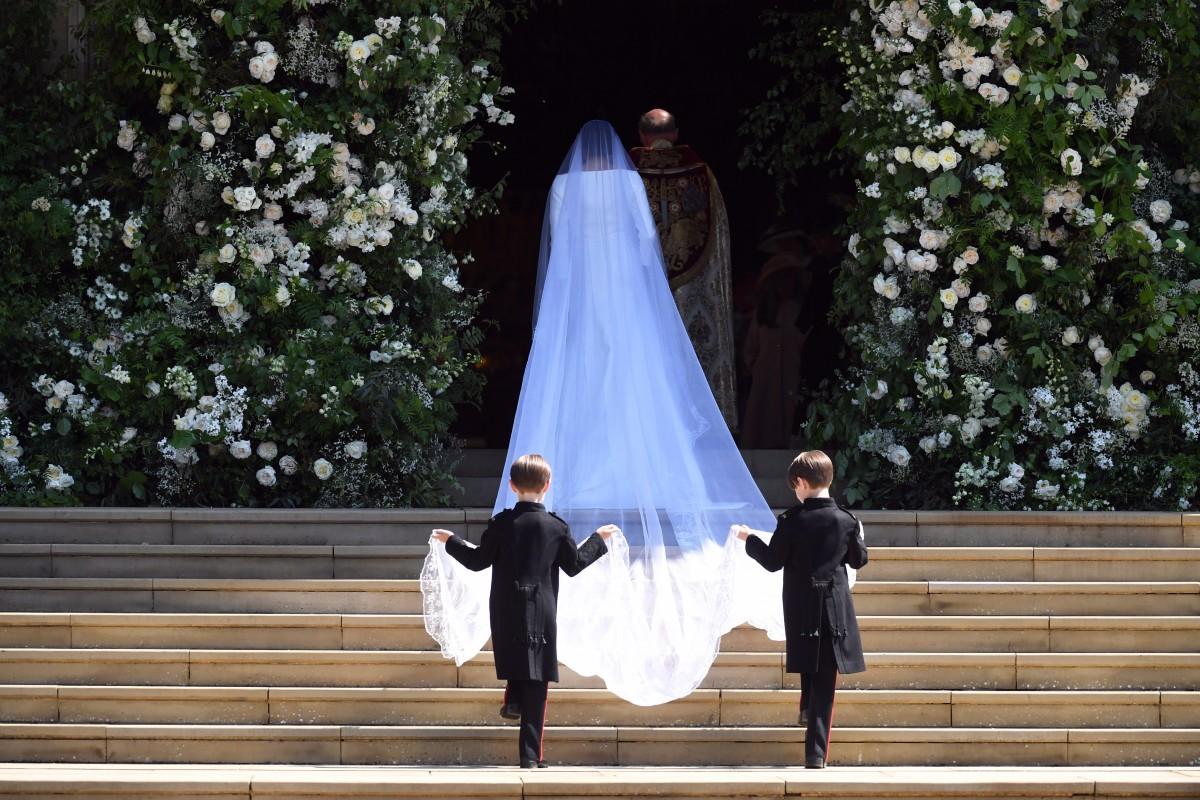 Ξεδοντιασμένοι θεσμοί, γκλαμουριά και οι δυο γάμοι: Από το Λονδίνο στην κατεχόμενη Καρπασία