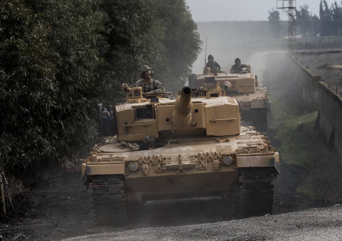 Ο τουρκικός στρατός προωθείται στη Λατάκια της Συρίας: Με βολές πυροβολικού απάντησαν οι Σύροι