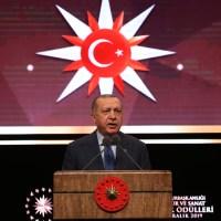 Ο Ταγίπ Ερντογάν απειλεί τους Αμερικανούς με κλείσιμο της αεροπορικής βάσης του Ινσιρλίκ