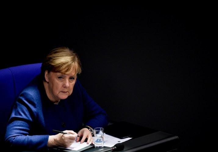 Η Μέρκελ ζήτησε εσπευσμένα την άμεση εφαρμογή της απόφασης της ΕΕ ...