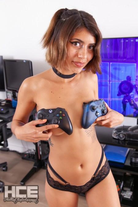 LittleDancerZoe - Zoe Topless - Sexy Gamer Girl