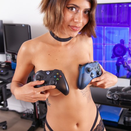 LittleDancerZoe - Zoe Topless - Sexy Gamer Girl