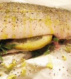 Putt krydder, urter og sitron i buken