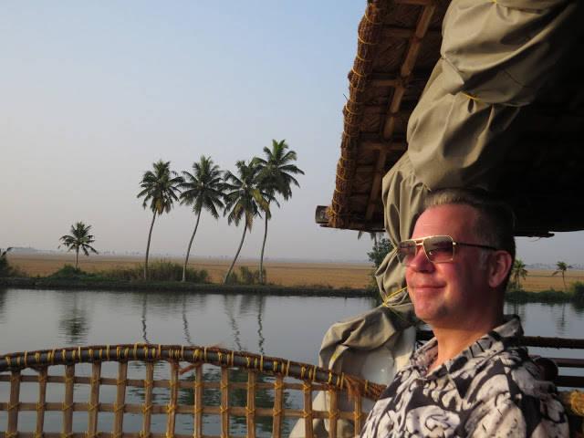 Båtfolket: Erik koser seg på båttur i The Backwaters Of Kerala, India