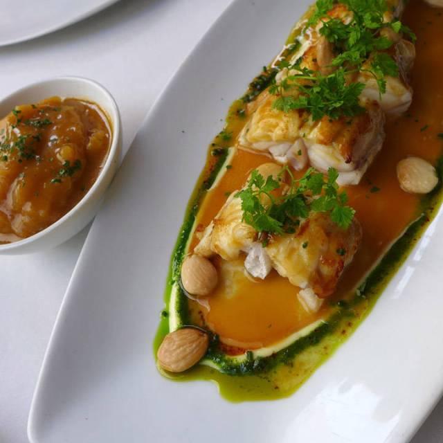 Breiflabb med suquet (katalansk spesialitet) og mandler.
