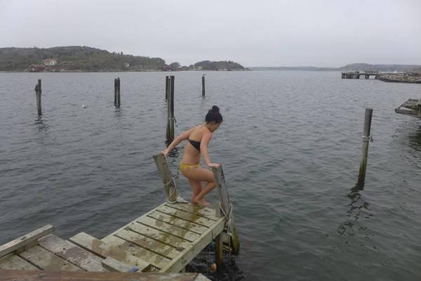 Bad i havet tidlig i mai. 6 grader i vannet.