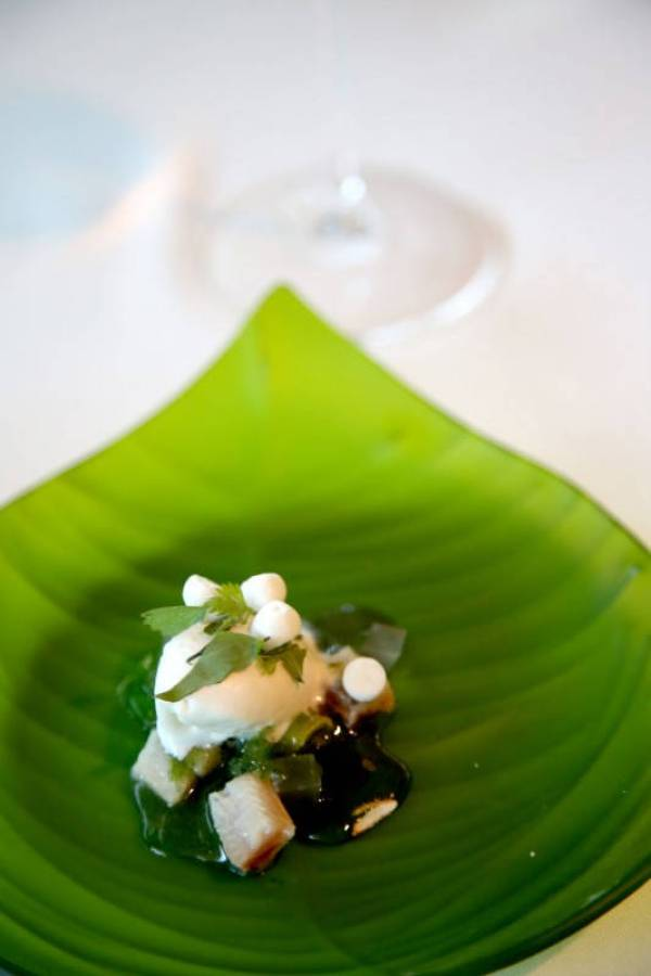 """Ajoblanco"" ice cream with meringue of Jerez, chlorophyll and sardine"