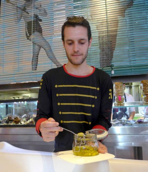 """Man må bestille de kjente """"olivnene"""". Dette er olivensaft formet som oliven i en tynn hinne. De eksploderer i munnen."""