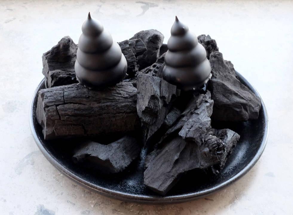 …. og ikke minst! Fantastiske fløteboller med yuzumarengs, hvit sjokolade som er farget sort. De beste jeg har smakt? Oh yes!