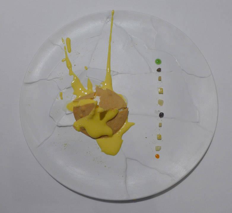 Oops! I dropped the lemon tart. En klassiker! Sitronsabayonne, sitrongressis og terteskall. Variasjoner av sitrusskall på siden. Denne retten ble til ved et uhell og er nå en av Massimos mest kjente.