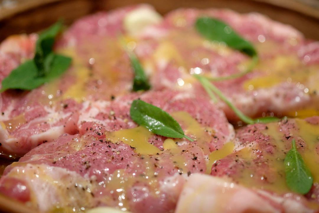 Kjøttet er klar for ovnen.